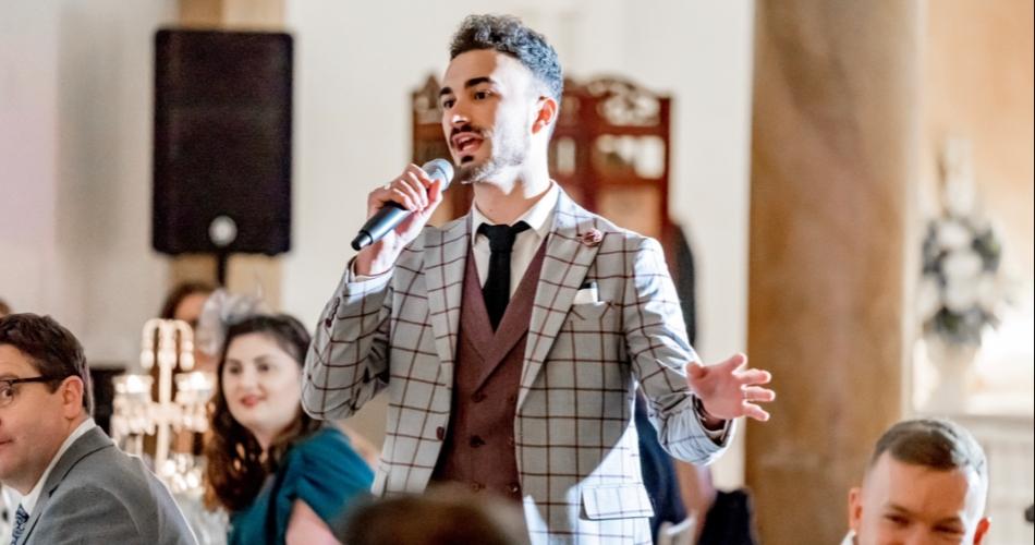Image 1: Wedding singer and surprise singers