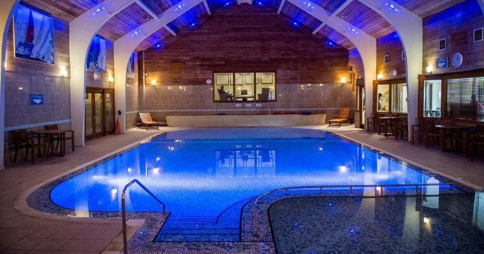 Image 1: North Lakes Hotel & Spa