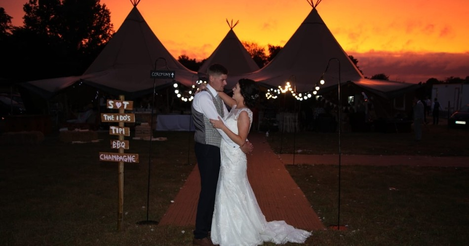 Image 1: The Park Weddings and Events