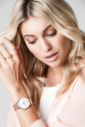 Suprise your bridal party with an engraved Elie Beaumont watch
