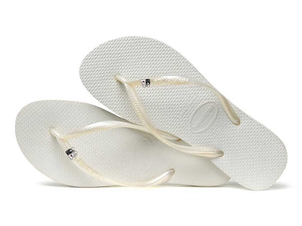 Opt for fashionable favours with a difference from Havianas
