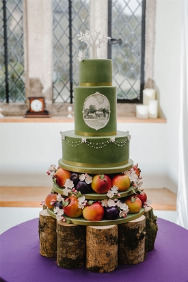 Pengenna Manor near Wadebridge in Cornwall joined forces with Peboryon in quest to create the perfect wedding cake