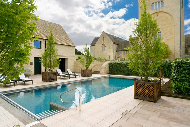 Luxury hotel Ellenborough Park in Cheltenham offer couples a reduced rate on overnight stays including breakfast this February