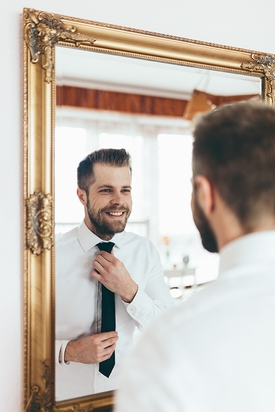 One in Four Single Men Cut Their Own Hair!