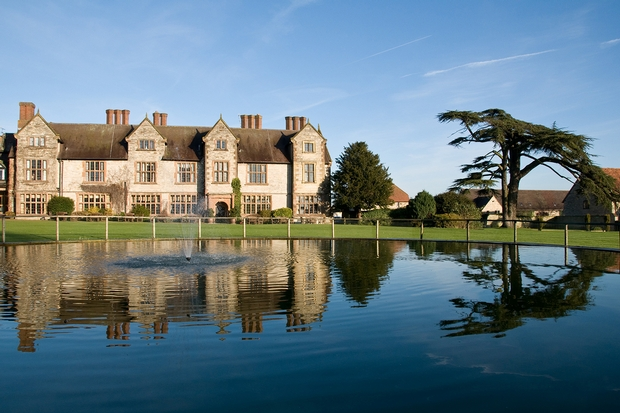 Stratford-Upon-Avon manor house offering a free cocktail with Mother's Day lunch