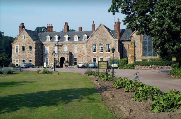 Win your wedding party with Old English Inns