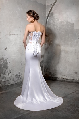 Alternative bridal by Nottinghamshire's Powdered and Waisted