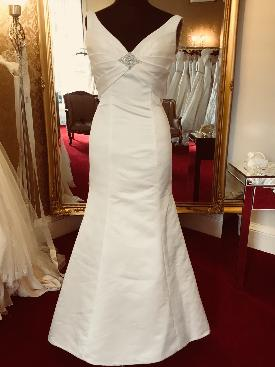 Fiona Newbery of Fifi's Bridal Boutique tells us what styles suit the shorter bride