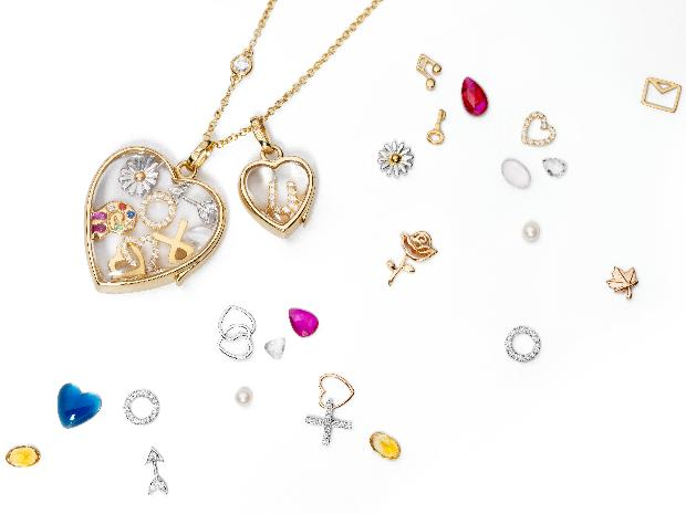 Jewellery brand Loquet offers personalised lockets that make special thank you gifts for Christmas-themed weddings