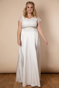 Tiffany Rose launches first plus size bridal collection