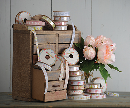 Julie Dodsworth launches product range with Country Baskets