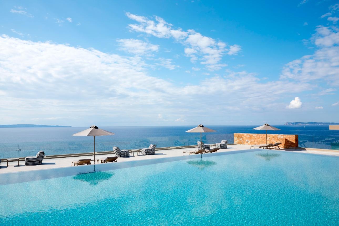 infinity pool to sea