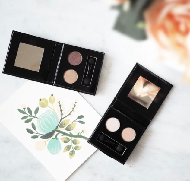 Green People's 3-in-1 blendable Illuminating Eye Duo
