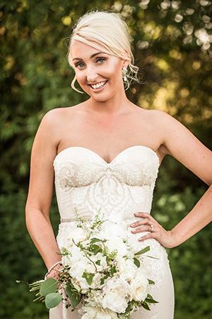 A blushing bride: Image 2b