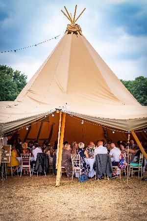 Whimsical woodland wedding: Image 4a