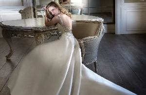 Dramatic dresses: Image 2a