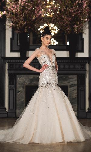 Dramatic dresses: Image 3b