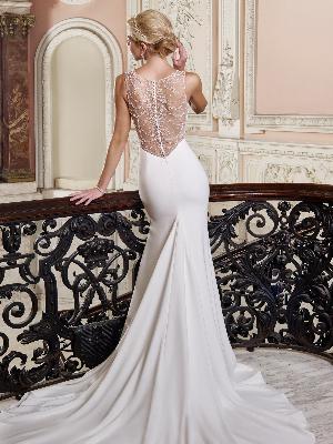Dramatic dresses: Image 4a
