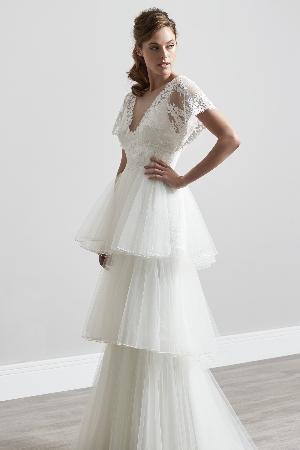 Dramatic dresses: Image 5a