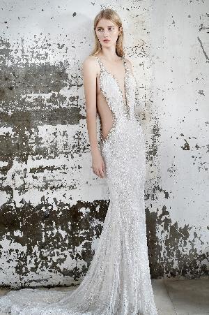 Dramatic dresses: Image 5b