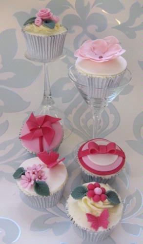 Cakes - The Daisy Cake Company