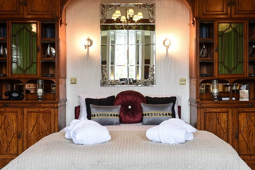 Guest Accommodation - The Oakley Court