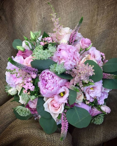 Flowers & Bouquets - Bows, Flowers and Gifts