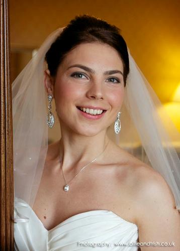 Hair & Beauty - Lisa Matthews - Bridal Make-Up Artist