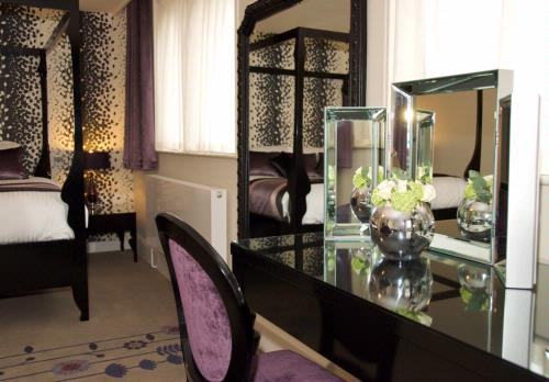 Guest Accommodation - Oakwood House