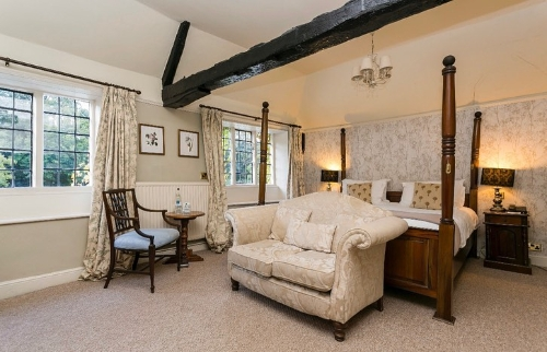Guest Accommodation - Deans Place Hotel